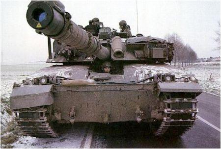 и на танке «Челленджер».